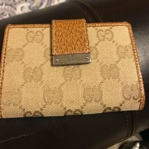 Authentic Gucci wallet. Purse listed separately.